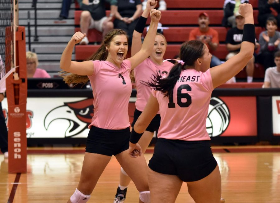 Hawks volleyball upsets #10 Central at Dig Pink night