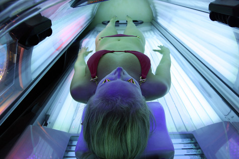 Use of tanning beds by teen girls worries health officials