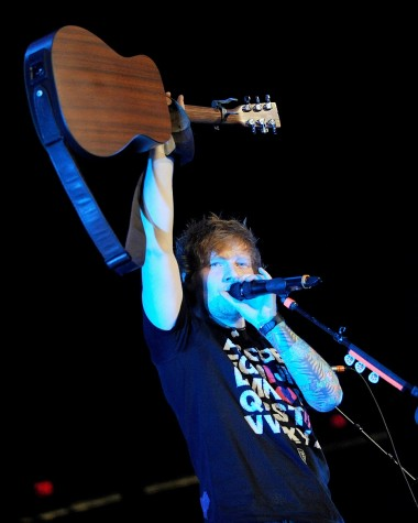 Ed Sheeran Defies Categorization But Still Fills Arenas – Alone
