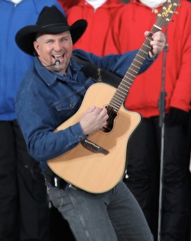 Town Paid Garth Brooks $1 million To Open Tour
