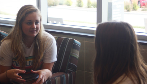 Peer Advisor Autumn Baumann talks to Viewpoint reporter Marissa Lute.