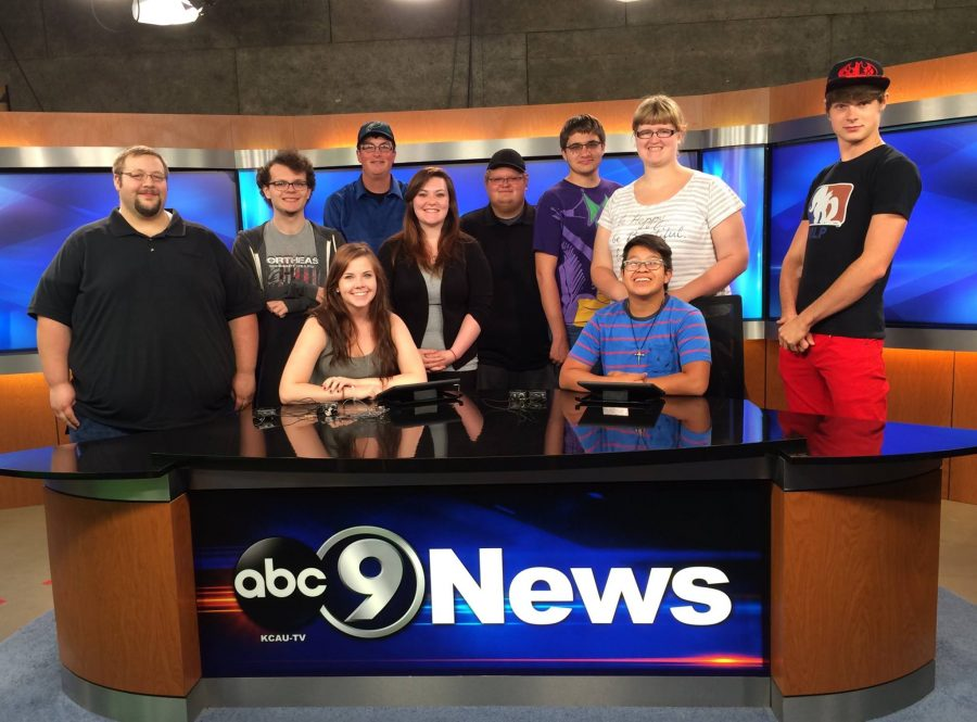 Northeast+students+visit+KCAU-TV+in+Sioux+City