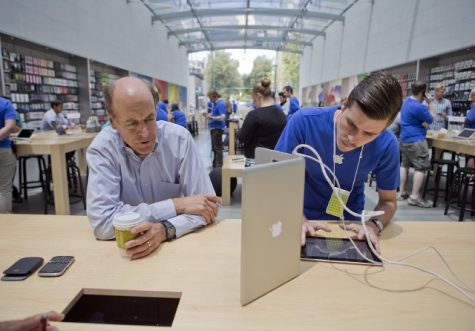 Troy Wolverton: Apple out of touch with both fans and average consumers