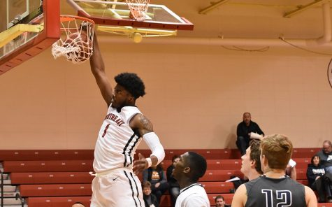 Hawks come up short against Iowa Western, 86-81