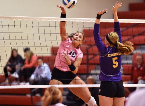 Hawks volleyball defeated by #2 Iowa Western