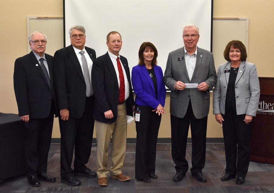Northeast Community College receives scholarship funds from Nebraska golf event